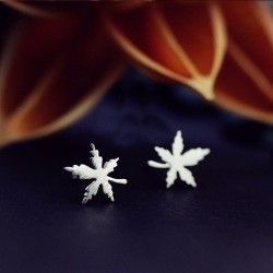 Silver plated - maple leaf - stud earring