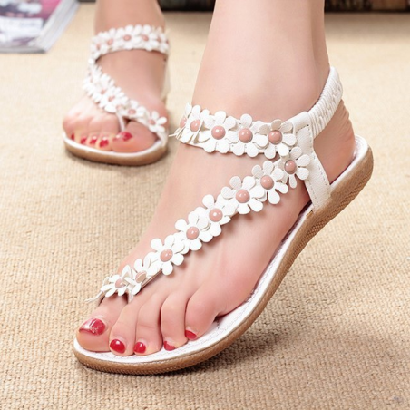 Summer flat sandals with flowers