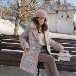 Fashionable wool winter coat with fur collar