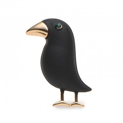 Elegant brooch with black crow